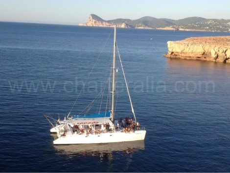 mega catamaran en location au sud de Ibiza
