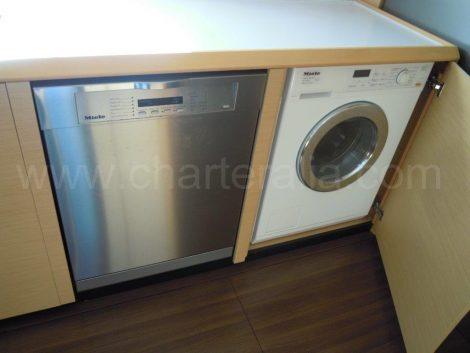 bateau avec lave vaisselle et machine a laver
