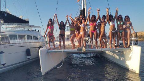 Fetes a bord du bateau de location a la journee avec capitaine a Formentera et Ibiza