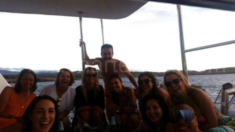 Groupe de Granada qui loue le bateau de San Antonio a Ibiza en Juillet