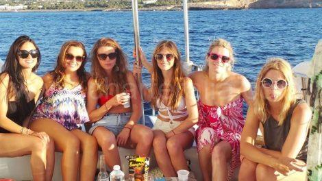 Les amies de la mariee en bateau depuis ibiza a Formentera