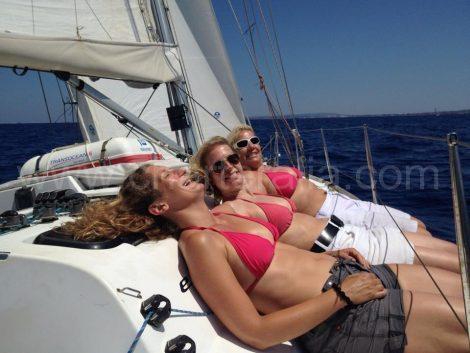 Naviguer en bikini a Ibiza