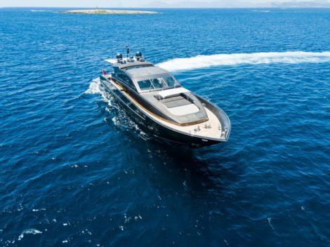 Vue aerienne du yacht Leopard 90 a Ibiza et Formentera