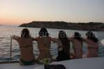 donne su barca a vela Ibiza