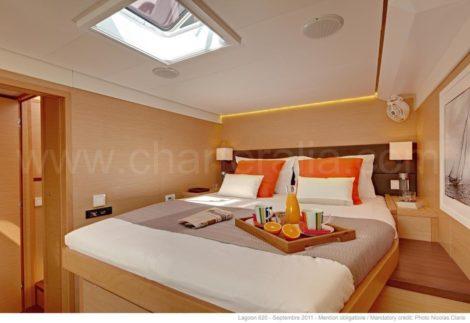 Cabina catamarano di lusso Lagoon 620 Ibiza