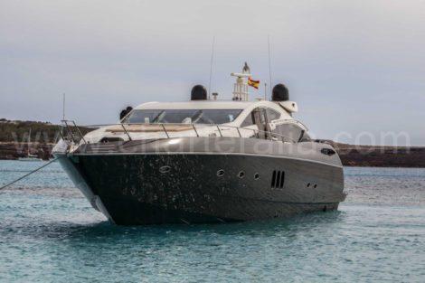 Vista frontale della carta Predator Sunseeker 82 su Ibiza e Formentera