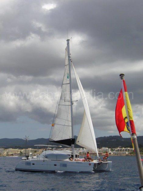 catamarano lagoon 380 a vela con fiocco