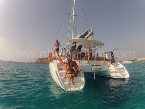catamarano nelle isole Baleari