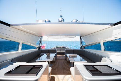 Sala da pranzo esterna per yacht Leopard 90