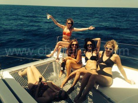 Huur een jacht in Ibiza met meisjes