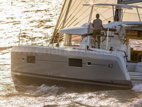 42 Lagoon catamaran wekelijkse charter met schipper in Balearen