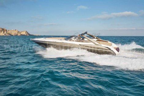 Vermogen jacht in Ibiza Sunseeker Superhawk 48