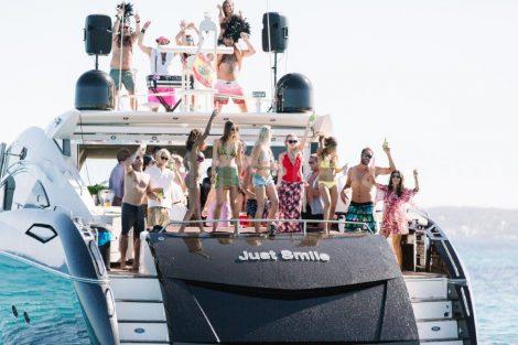 partij op het jacht in Ibiza