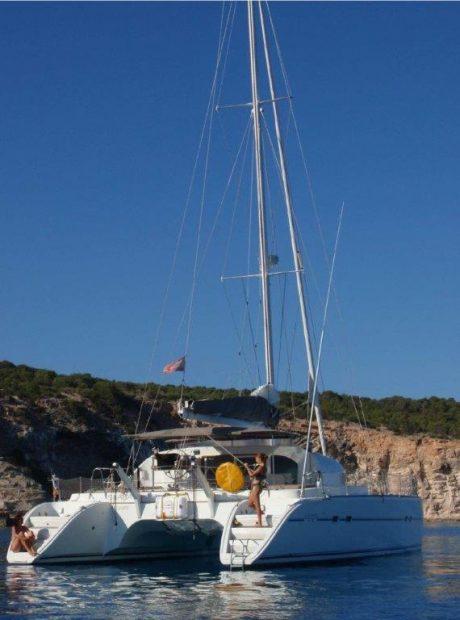 Achtersteven van catamaran Lagoon 470