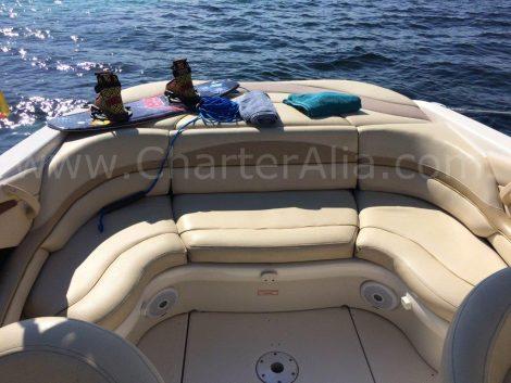 Achter stoelen op Sea Ray 230 speedboot voor charter op Ibiza