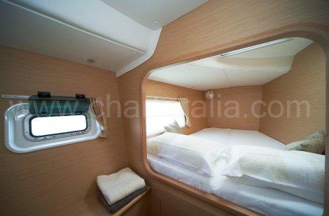 Tweepersoons slaapkamer van de catamaran-Lagoone