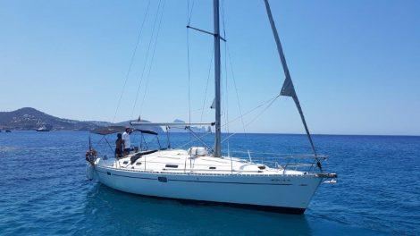 Verhuur van zeilboten in Ibiza Beneteau Oceanis 383