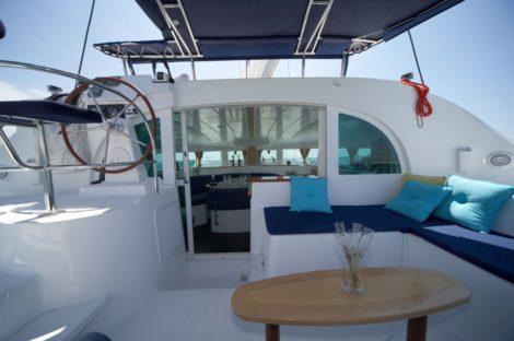catamaran Lagoon 380 cockpit