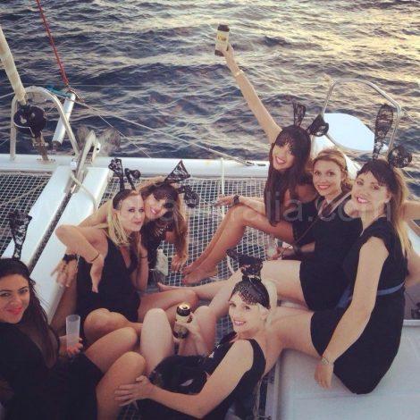 Alle meisjes op het vrijgezellenfeest op Ibiza