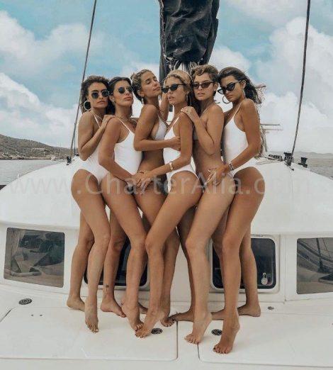 De belangrijkste Spaanse beïnvloeders vieren een vrijgezellenfeest op een catamaran