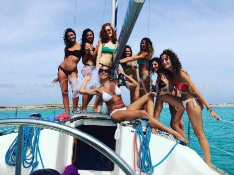 Vier een vrijgezellenfeest op Ibiza en Formentera op een zeilboot