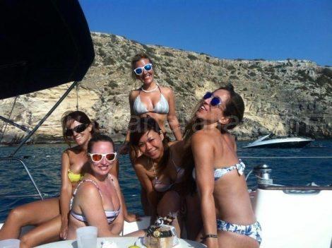 Voor de kliffen bij Es Calo in Formentera