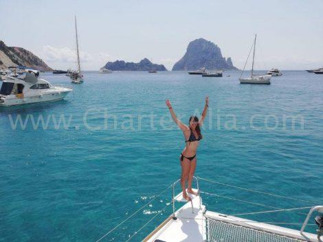 Aan boord van onze Lagoon 380 catamarans om de beste stranden van Ibiza te ontdekken