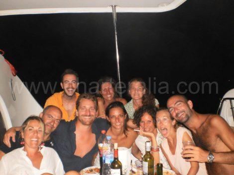 Gasten die de catamaran huren in augustus in Ibiza