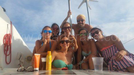 Groep selfie op de boot.