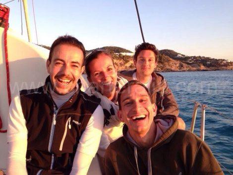 Met een zeilboot verankerd in Cala Vadella ibiza