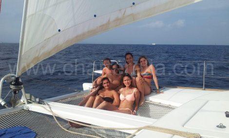 Navigeer per catamaranverhuur
