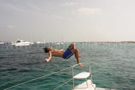 Voor anker bij de blauwe bar in Formentera
