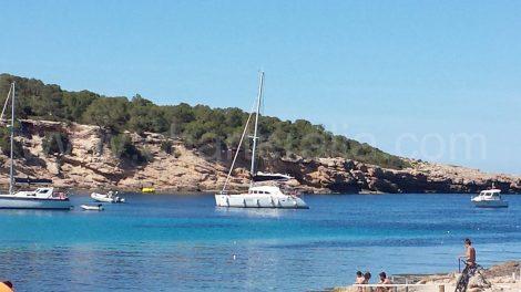 catamaran-in-calabassa-eerste stop van onze dagtrip naar Ibiza