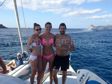 catamaran-zeilen in het noorden van het eiland Baleares