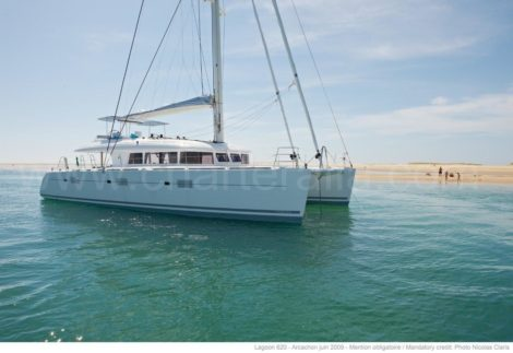 Balearen luxe catamaran verankerd in Formentera