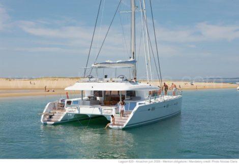 Catamaran Lagoon 620 voor anker