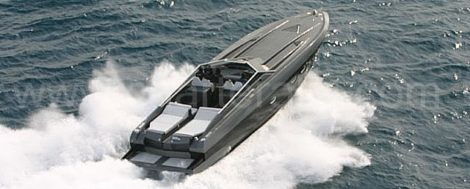 Stealth 50 boot op de Balearen voor excursies