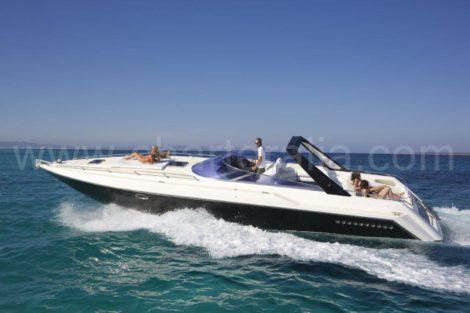 Stoel van het Thunderhawk 43 Sunseeker motorjacht op de Balearen voor excursies