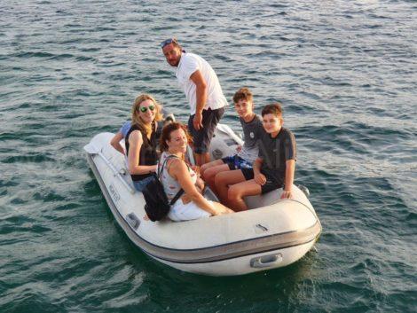 De rubberbootboot is perfect voor het in en uitstappen van de Lagoon 400 catamaran