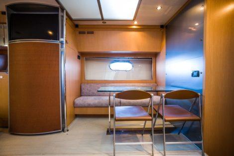 Interieur van het Riva 68 Ego-jacht Ibiza en Formentera