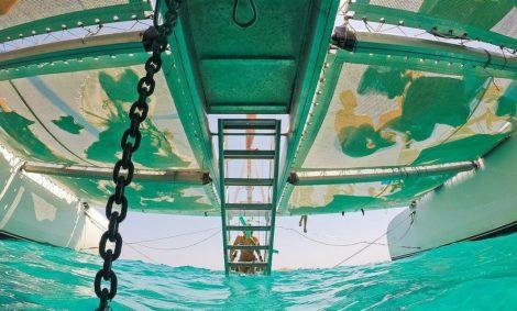 Kom en geniet van de trap naar de hemel op het verbazingwekkende 100-persoons megacatamran charter in Ibiza en Formentera