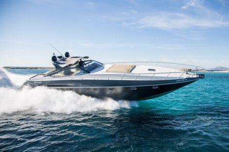Zijaanzicht van het Alfamarine 60-jacht op Ibiza te huur