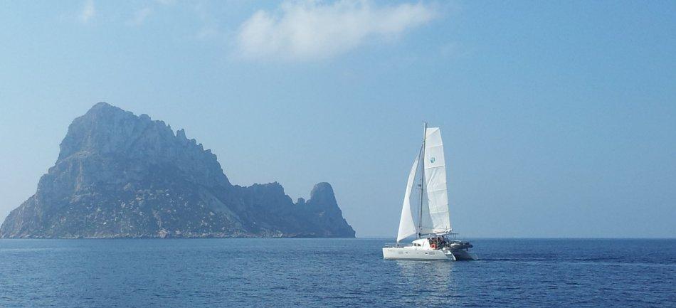 veleiro na frente de Es Vedra
