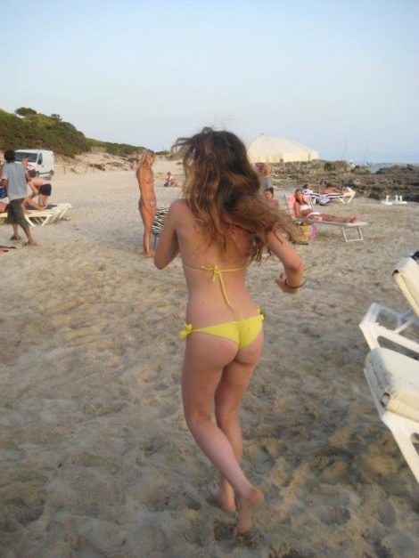 garota na praia Salina