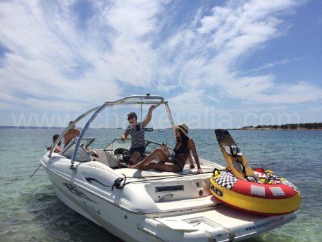 Barco a motor para até 8 pessoas