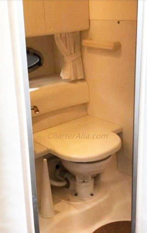 Casa de banho completa em um iate para alugar em Ibiza Cranchi 39