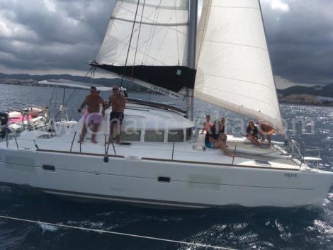 Mesmo em dias de vento a estabilidade do catamara Lagoon 380 e incrivel