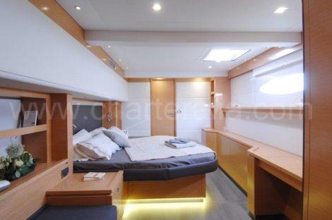 Aluguer de catamara de luxo com cabine dupla Victoria 67