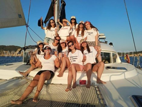 Festa de solteira a bordo do nosso catamara Lagoon 380