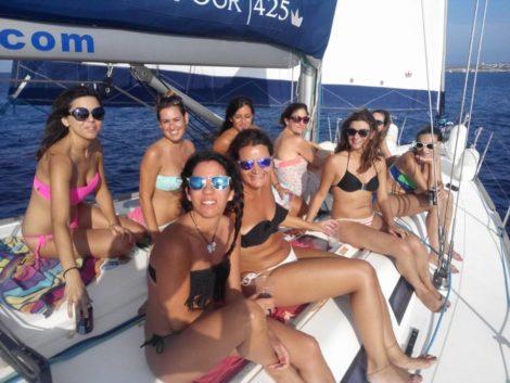Festa de solteira em Ibiza em veleiro Dufour 425
